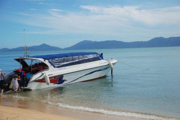 去安通岛坐的快艇,很是颠簸。